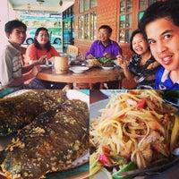 Photo taken at ร้านอาหารตามสั่ง โค้งประปา by Paradorn N. on 12/6/2015