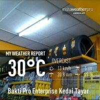 Photo taken at Bakti Pro Enterprise Kedai Tayar by Abdullah Rahimi Y. on 4/13/2013