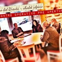 Foto scattata a Maso Del Brenta Chalet Alpino da giuliatravaglia il 11/27/2012