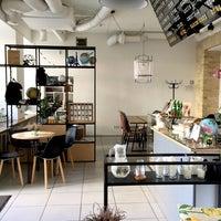 Снимок сделан в First Point Espresso Bar пользователем Victoria V. 9/19/2016