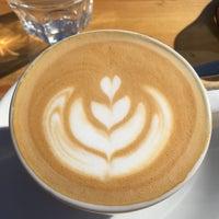 Das Foto wurde bei Cargo Coffee + Vegetarian Food von Jyrki K. am 8/1/2017 aufgenommen