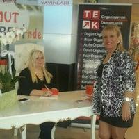 Photo taken at Umut Kitabevi & Kirtasiye by TC Mine G. on 9/2/2015