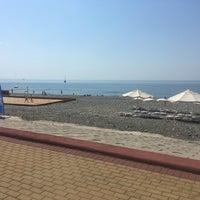 Foto tomada en Самый южный пляж России por андрей с. el 7/9/2018