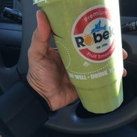 Photo taken at Robeks Fresh Juices & Smoothies by Majed . on 9/1/2014