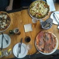 Foto tirada no(a) Pizzeria Defina por Inez P. em 1/5/2013