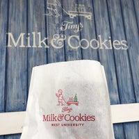 Foto tirada no(a) Tiny's Milk and Cookies por Tiffany T. em 11/8/2017