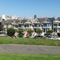 Photo prise au Alamo Square par Betty B. le4/22/2013