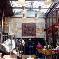 Foto diambil di Delaville Café oleh Benjamin B. pada 8/20/2013
