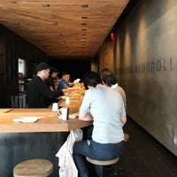 Foto tomada en KazuNori: The Original Hand Roll Bar  por Lauren Y. el 10/3/2017