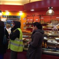 Photo taken at Boulangerie-Pâtisserie Lohezic by Robert D. on 10/13/2014