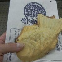 Photo taken at 鳴門鯛焼本舗 阪急武庫之荘駅店 by 大河阪急@HK-08 on 11/12/2013