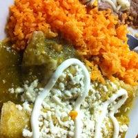 Foto tomada en Border Grill Fresh-Mex por Em C. el 12/21/2012