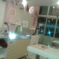 รูปภาพถ่ายที่ Waffle Aşkı Plus CAFE โดย Memetcan Mustafa Ö. เมื่อ 10/18/2014