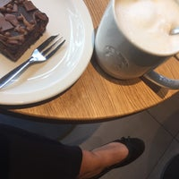 Das Foto wurde bei Starbucks von Ines B. am 6/7/2017 aufgenommen