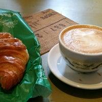 Das Foto wurde bei Die Kaffee Privatrösterei von Jacques A. am 4/7/2017 aufgenommen