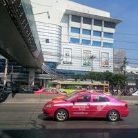 Photo taken at Pantip Plaza Ngamwongwan by 영애 🎎 강. on 12/29/2012