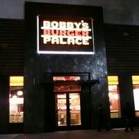 Foto tomada en Bobby's Burger Palace por Anthony W. el 10/22/2013