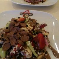 3/15/2015 tarihinde Tuba U.ziyaretçi tarafından Waffle Art'de çekilen fotoğraf