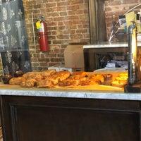 Foto tomada en Velvette Brew por Scott Kleinberg el 9/29/2018