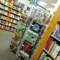 Photo prise au Half Price Books par Anthony S. le9/15/2012