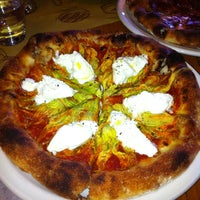 Photo prise au Pizzeria Mozza par Nan A. le10/14/2012