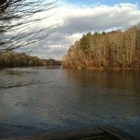 Das Foto wurde bei Cochran Shoals - Chattahoochee River von Carmel H. am 12/9/2012 aufgenommen