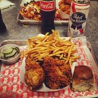 10/21/2013 tarihinde Karlsson B.ziyaretçi tarafından Blue Ribbon Fried Chicken'de çekilen fotoğraf