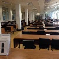 Foto tomada en Edificio de Bibliotecas - UNAV por Angela M. el 6/15/2014