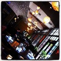 Foto scattata a Jsix Restaurant da Elizabeth il 9/29/2012
