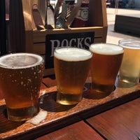 1/6/2018 tarihinde Robin B.ziyaretçi tarafından Rocks Brewing Co'de çekilen fotoğraf