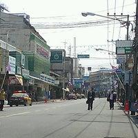 Photo taken at มมร สธ by chayyaratรถแห่ป้ายโฆษณา อุบลราชธานี on 3/27/2013