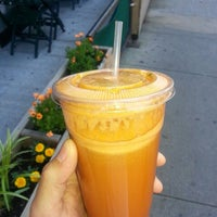 Photo taken at Juicy Lucy's Juice Bar by Domingo D. on 6/4/2013