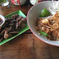 Photo taken at Mee-Sen Thai Eatery by David W. on 9/12/2016