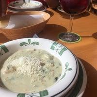 Foto tomada en Olive Garden por Ara C. el 7/14/2017