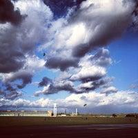 10/9/2012 tarihinde avtoportretziyaretçi tarafından Tempelhofer Park'de çekilen fotoğraf
