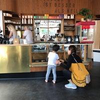 Das Foto wurde bei Cøffe von Kaffeerösterei r. am 5/28/2017 aufgenommen