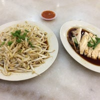Photo taken at Ipoh Hainan Chicken Rice by Yurie A. on 4/9/2017