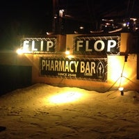 Photo prise au Flip Flop Pharmacy Bar par Stephy B. le10/8/2013