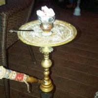 Das Foto wurde bei Kafes Cafe & Nargile von Tugay D. am 1/13/2013 aufgenommen