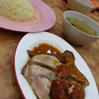 Photo taken at Nasi Ayam Hainan Chee Meng by Ayum L. on 10/6/2012