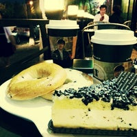 Photo taken at A TWOSOME PLACE by Kim A. on 9/28/2014