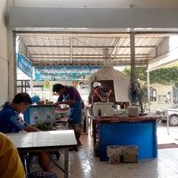 Photo taken at ศูนย์อาหารบัวขาว by Suthirawat R. on 11/10/2013