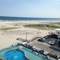 Das Foto wurde bei Bal Harbour Oceanfront Hotel von Isabelle V. am 7/26/2015 aufgenommen