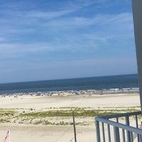 Das Foto wurde bei Bal Harbour Oceanfront Hotel von Isabelle V. am 8/5/2016 aufgenommen