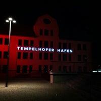 Das Foto wurde bei Tempelhofer Hafen von Dominik G. am 9/7/2013 aufgenommen
