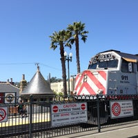 Photo taken at San Carlos Caltrain Station by Misha B. on 5/14/2013