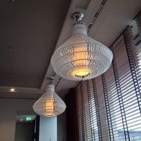 Das Foto wurde bei Romanisches Café von Nhat Quang T. am 10/6/2013 aufgenommen