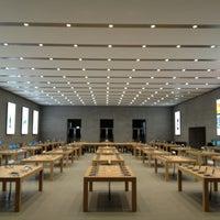 Das Foto wurde bei Apple Kurfürstendamm von Nhat Quang T. am 4/30/2013 aufgenommen