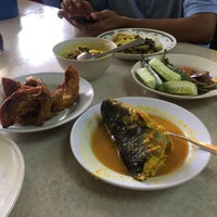 Photo taken at Nelayan Seafood & Catering by Knadia on 1/2/2017