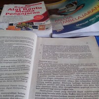 Photo taken at Perpustakaan Pusat UNY by Ratna S. on 1/27/2014